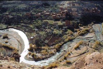 Asif Ounila  Flussbiegung im Tal
