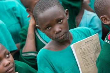 Bombo  Uganda - Grundschueler in Schuluniformen auf dem Schulhof der St. Joseph's Bombo mixed primary school.
