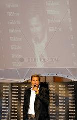 Berlin  Dieter Bohlen waehrend der Autogrammstunde auf der IFA in Berlin