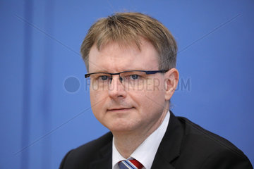 Bundespressekonferenz zum Thema: Gemeinschaftsdiagnose der Wirtschaftsforschungsinstitute Herbst 2018