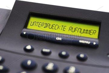 Unterdrueckte Rufnummer  Schriftzug auf einem Telefondisplay