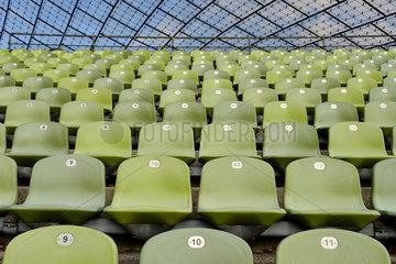 Muenchen  Deutschland  Sitzschalen im Olympiastadion