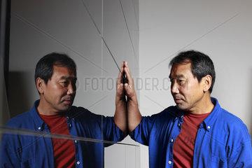 Berlin  Deutschland  der japanische Autor Haruki Murakami im Portrait