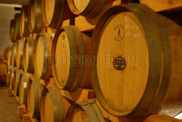 Italien  Faesser in einem Weinkeller bei Tramin