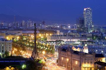 Barcelona  Abendstimmung ueber der Hafenpromenade