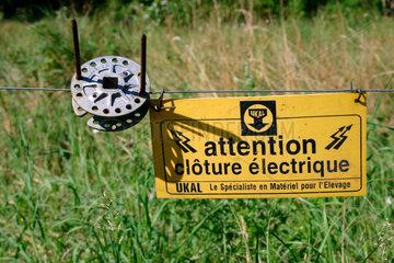 attention clôture électrique