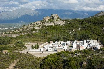 Landschaft und Friedhof