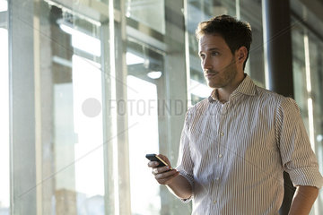Smartphones enable easy communication while on the move