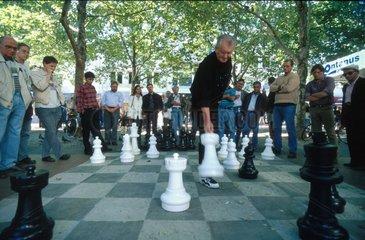 Sommerliches Schachspiel in der Innenstadt
