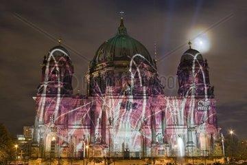 UNESCO Welterbestaette Museumsinsel Dom aufgenommen waehrend Festival of Lights 2008 Berlin Deutschland