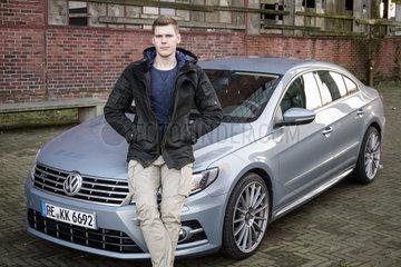 Kevin Kern mit seinem Volkswagen CC
