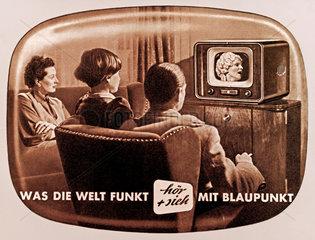 Familie beim Fernsehschauen  Fernseher Blaupunkt  1953