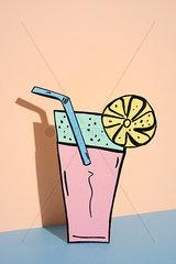 Erfrischungsgetraenk auf pink- und blauem Hintergrund