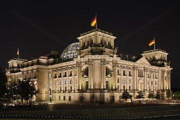 Nachtaufnahme des Deutschen Reichstages