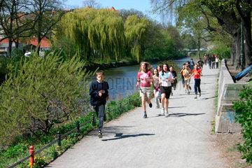 Berlin - Sportstunde am Landwehrkanal