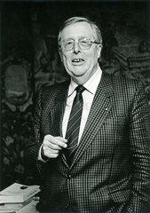Prof. Hans Joachim Sewering  Praesident der Bayerischen Aerztekammer  1987