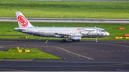 Air Berlin Airbus A320-214 (mit dem Logo von Niki)