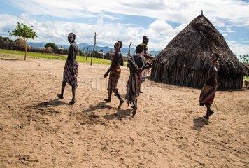 ETHIOPIA-SOUTHERN REGIONAL STATE-PRIMITIVE TRIBE-KARO-BODY PAINTING