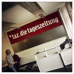 taz Flohmarkt - Alles muss Raus  Ausverkauf im Altbau