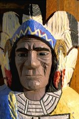 hoelzerner  bemalter Indianer als Blickfang /wooden and painted indian as a viewcatcher