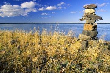 Steinmaennchen oder Inukshuk am Mackenzie River  Nordwest Territorien  Kanada