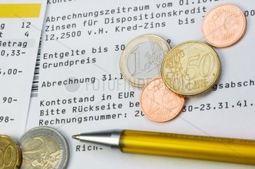 Kontoauszug mit Kostenaufstellung fuer Kontogebuehren  Financial statements for account fees