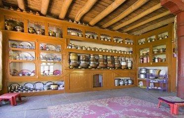 traditionelles Wohnzimmer in einem Haus in Ladakh  Jammu und Kaschmir  Indien