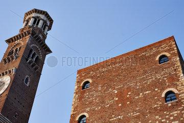 Die Torre dei Lamberti in Verona  Italien  Europa / Die Torre dei Lamberti in Verona  Italy  Europe