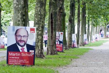 Wahlplakate der SPD zu einer Veranstaltung mit Martin Schulz