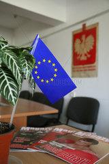 Hrodna  Weissrussland  die Eu-Fahne und ein Magazin mit einem Boxer auf dem Titelblatt