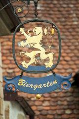 Rothenburg ob der Tauber  Deutschland  Emblem eines Biergartens in der Altstadt