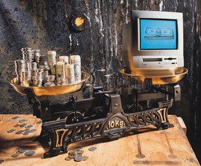 Hamburg  Deutschland  Symbolfoto Kosten von Computer