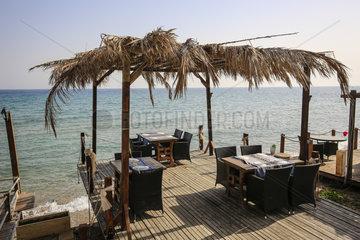 Bogazi  Tuerkische Republik Nordzypern  Zypern - Restaurant Koerfez  liegt auf der Halbinsel Karpaz direkt am Meer