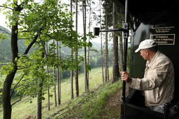 Drei Annen Hohne  Deutschland  ein Fahrgast in der Brockenbahn