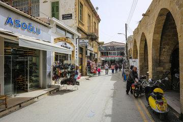 Nikosia  Tuerkische Republik Nordzypern  Zypern - Strassenszene in der Altstadt von Nikosia (Nord)