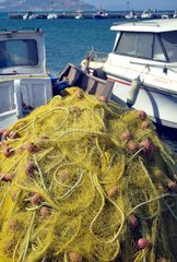Griechenland Naxos Fischernetz Boote Hafen