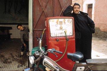 Tankwart in Marrakesch
