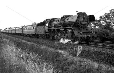 Schoenefeld  DDR  die 03 2235 auf freier Strecke