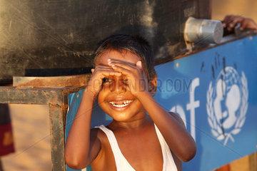 Batticaloa  Sri Lanka  Junge schaut in die Kamera