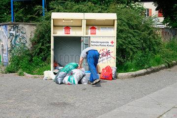 Kleiderspende Box des Deutsches Rotes Kreuz