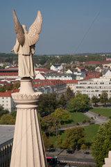 Potsdam  Deutschland  Engel der evangelischen St. Nikolaikirche und Platz der Einheit