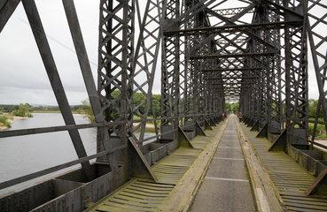 Spey Bay  Grossbritannien  die ehemalige Eisenbahnbruecke dient als Rad- und Fussweg