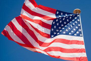 Frankreich  wehende Flagge der Vereinigten Staaten von Amerika