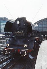 Berlin  DDR  die 03 2162 im Hauptbahnhof  heute Ostbahnhof