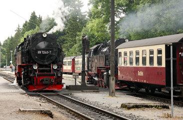 Drei Annen Hohne  Deutschland  historische Dampfzuege im Bahnhof