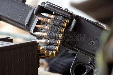 Mazar-e Sharif  Afghanistan  Detail einer Munitionskette eines Maschinengewehrs