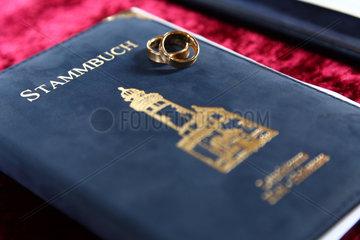 Kiel  Deutschland  ein Stammbuch mit Eheringen