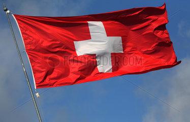 Iffezheim  Deutschland  Nationalfahne der Schweiz weht im Wind
