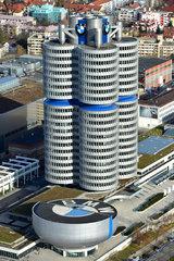 Muenchen  Deutschland  Blick auf das BMW Museum und den BMW-Turm