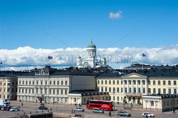 Helsinki  Finnland  Prasidentenpalais und Dom von Helsinki